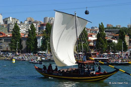 Rabelo boat and spectators in Vila Nova de Gaia